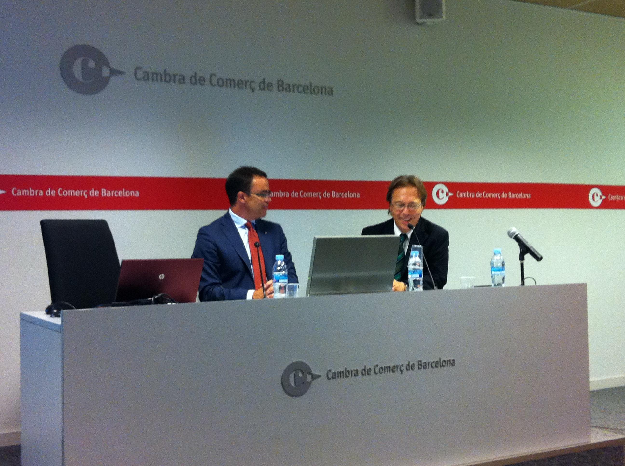 Josep Santacreu presentant Joan Iglesias, ponent del primer Fòrum directiu