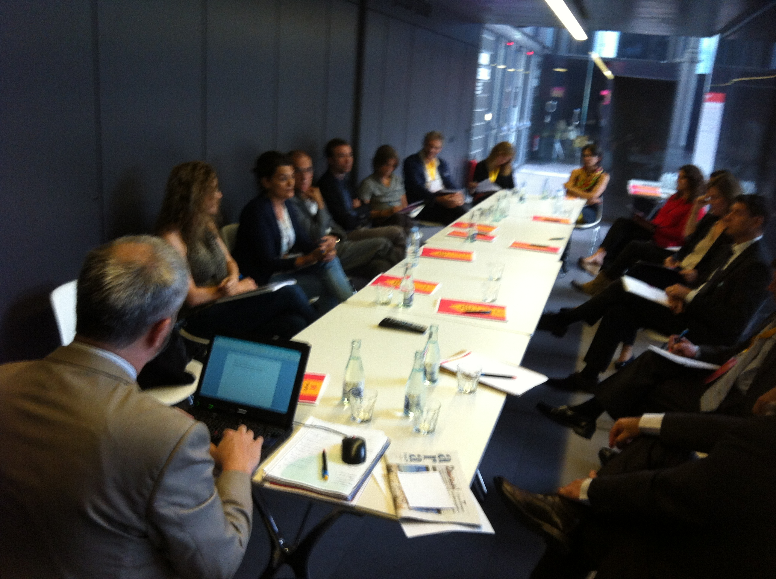 Participants al debat sobre voluntariat d'empresa